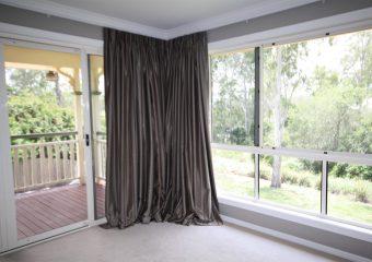 curtains under cornice