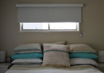 Blockout roller blind with rollete on the face