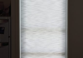 Transparent roller blind
